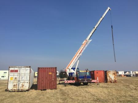 Skládání lodních kontejnerů